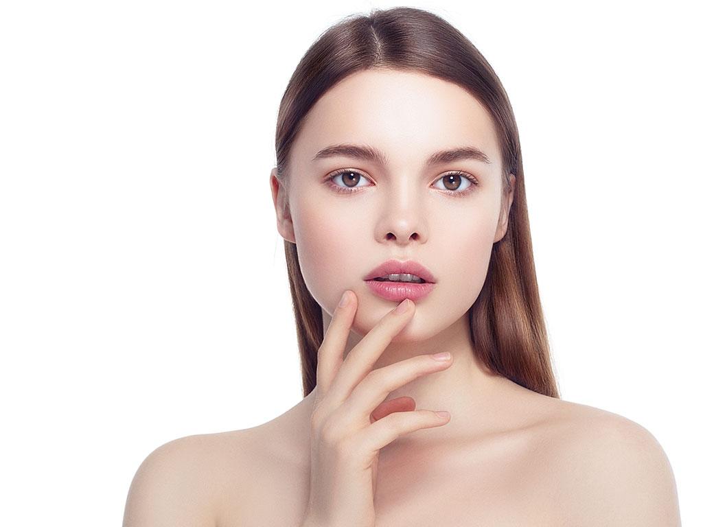 Ameliyatsız yüz gerdirme işlemlerinde sarkmalar giderilmektedir.