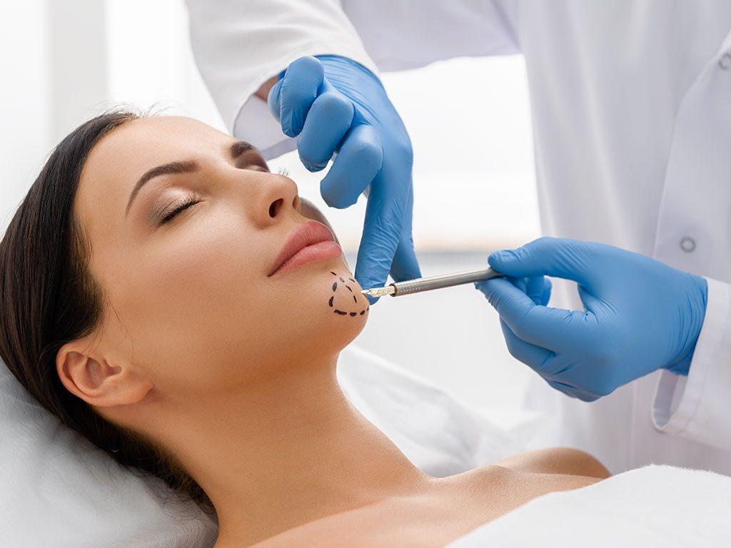 Çene botoksu ile diş sıkma gıcırdatma tedavisi yapılmaktadır.