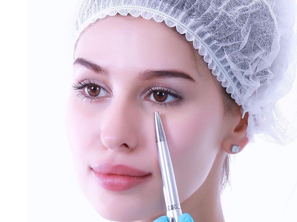 Göz kapağı ameliyatı, üst göz kapaklarındaki düşüklükleri gidermektedir.