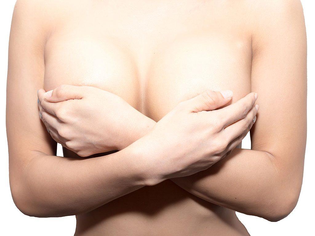 Meme küçültme ameliyatı ile göğüs toparlanarak ideal boyuta getirilir.